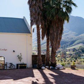 Simonsberg-Accommodation-Banhoek-Valley-Banhoek-Lodge-Entrance-e1598512492737